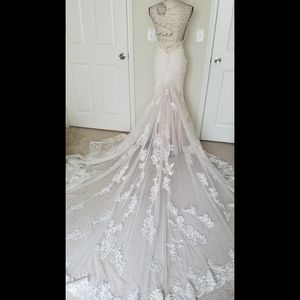Wedding dress sz 2, may possibly fit 0
